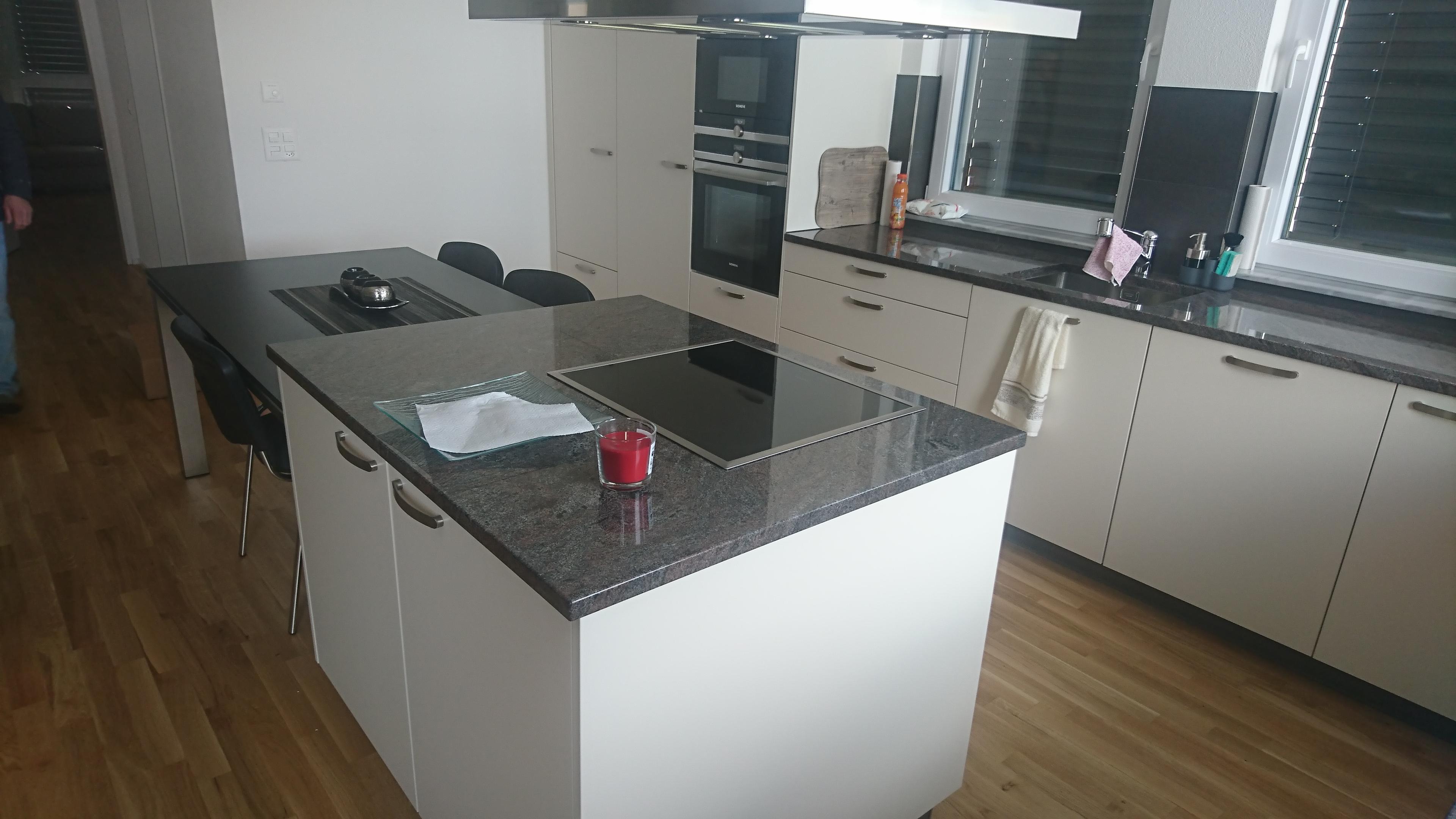 Küchenabdeckungen: Granitstein nach Mass