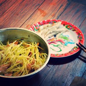 Vietnamský mango salát s mátou a koriandrem + videorecept