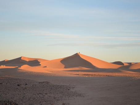Noc v marocké poušti