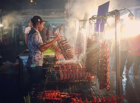 Noční trhy v Kota Kinabalu - ráj mlsných jazýčků