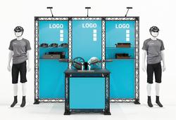 Traversen Messewand mit Textildruckgrafiken, Präsentationstisch und Regalbords (Standfläche 3x1 m)