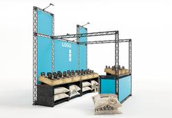 Schöner Messestand 4x3 m für Ihre Präsentation im Außenbereich aus modularen Traversenkomponenten