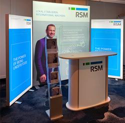 RSM-LED-mobiler-Messestand aus mobilen Leuchtwänden