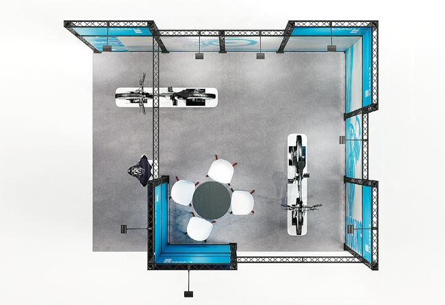 X-Module Messestand mit Textilgrafik und Monitor