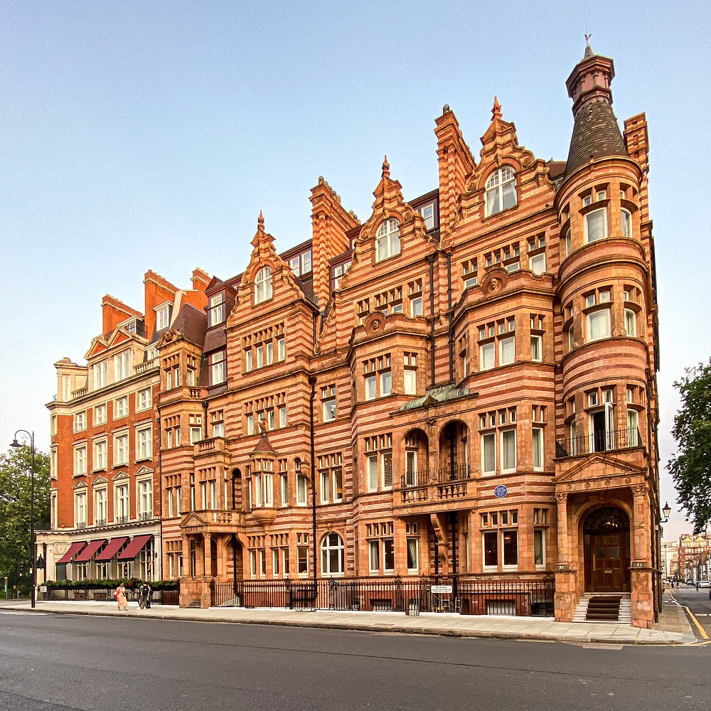 Red brick Hotel Building. Cadogan Hotel Chelsea. Famous for the arrest of Oscar Wilde