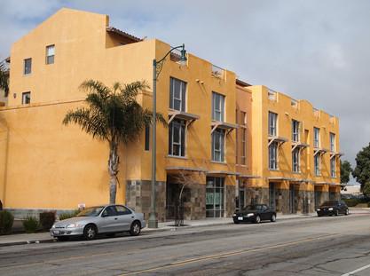 Pacific Pointe Condominiums