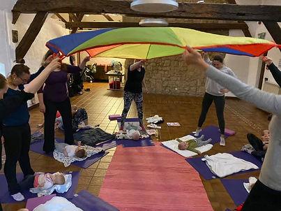 baby yoga bertrange_parachute.jpg