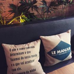 Projeto incrível que fizemos para o Restaurante LeManjue! 😍 Almofadas em tecido náutico especial e