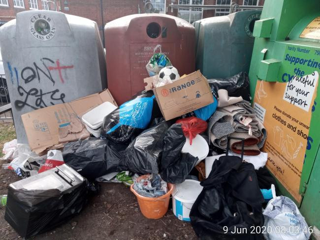 Flytipping at Kensington Road, Reading (Image from Reading Chronicle)