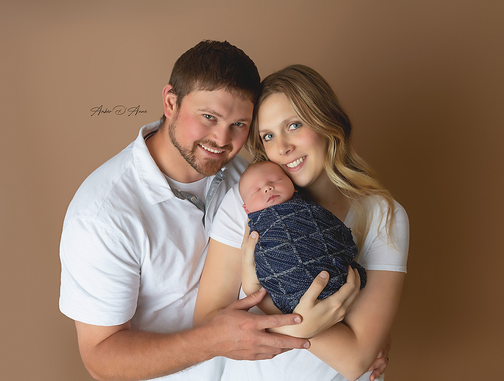 Family pictures with a newborn in Latah County Idaho