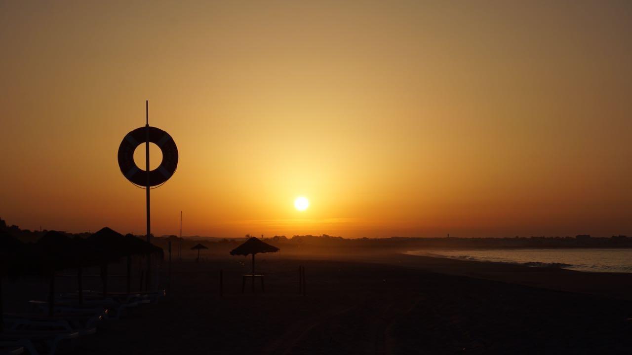 Sonnenaufgang am Meia Praia