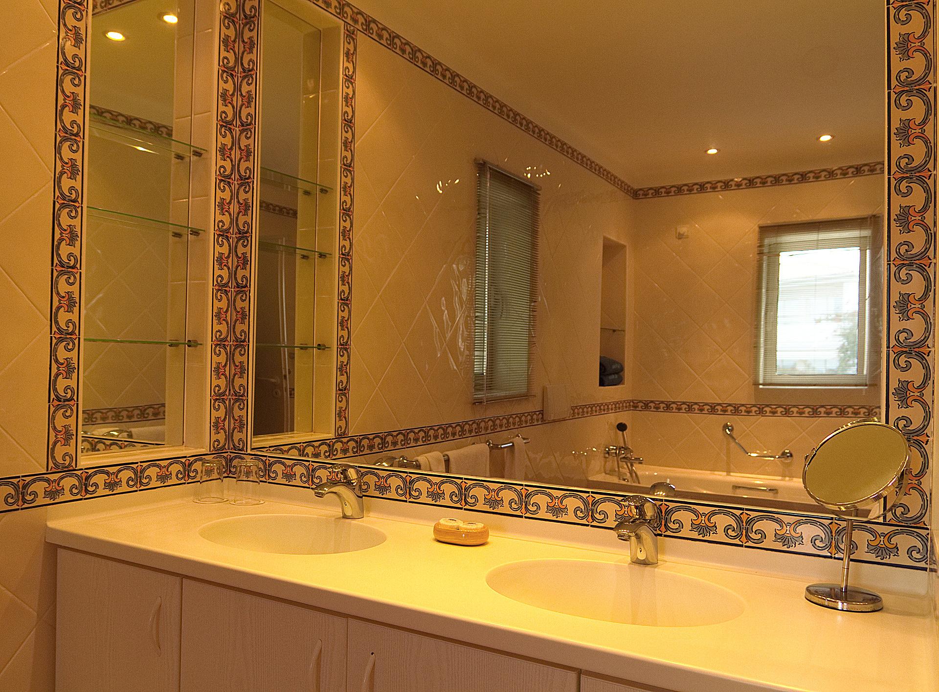 bathroom with bath-tub