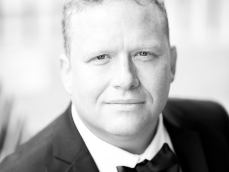 INTERNATIONAL TENOR RETURNS TO STANSTED FOR CHRISTMAS