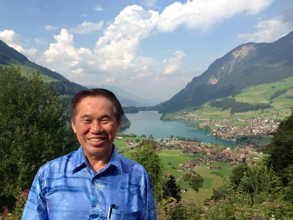 El Gran Maestro Wong Kiew Kit en la pintoresca Suiza.