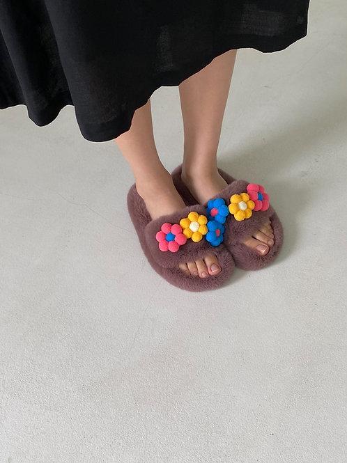 Flower faux fur slippers