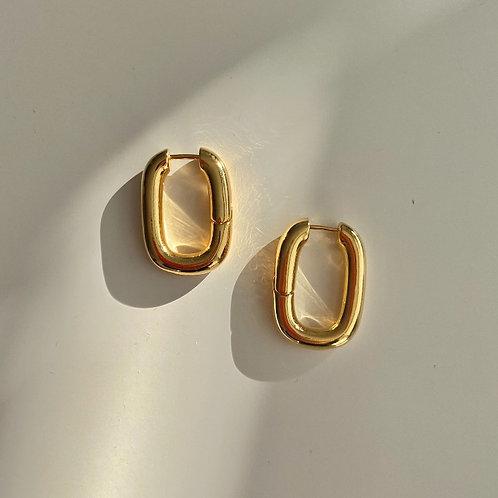 Huggies oval hoop bold earrings