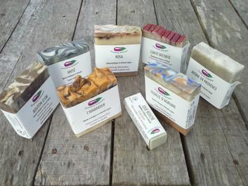 Des savons, shampoings et dentifrices solides bio, fabriqués près de Rennes (St Thurial) avec des in