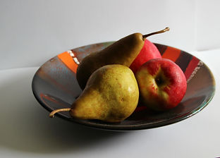 apples and pears in a bowl reference image