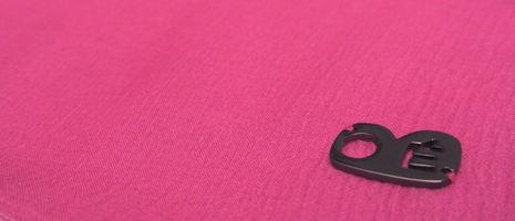Accessoires fabriqués en France, par des artisans de savoir-faire. Soin des finitions et qualité des matériaux.
