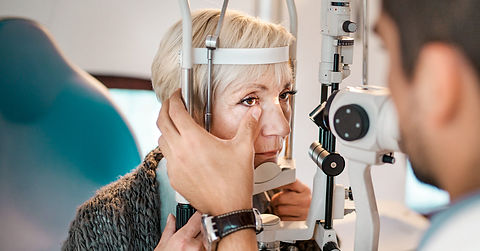 Old-woman-having-an-eye-exam-at-ophthalm