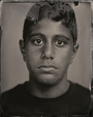 »In Jugendbildern meines Vaters erkenne ich mich wieder. Ich sehe auch meine Kultur, vor allem an meiner braunen Haut. Früher wurde ich wegen meiner großen Zähne geärgert, aber mittlerweile macht mich das aus und alle haben es akzeptiert. Ich binstolz darauf, dass mich meine Freunde so lustig finden.«