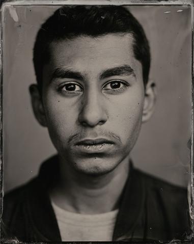 »Mir gefällt mein Gesicht, so wie es ist. Ich würde nichts verändern. Meine Augen passen zu meiner Persönlichkeit, ich erkenne in ihnen auch meine Kultur. Viele sagen, ich sehe aus wie meine Mutter, mir fällt es schwer,das zu erkennen.«