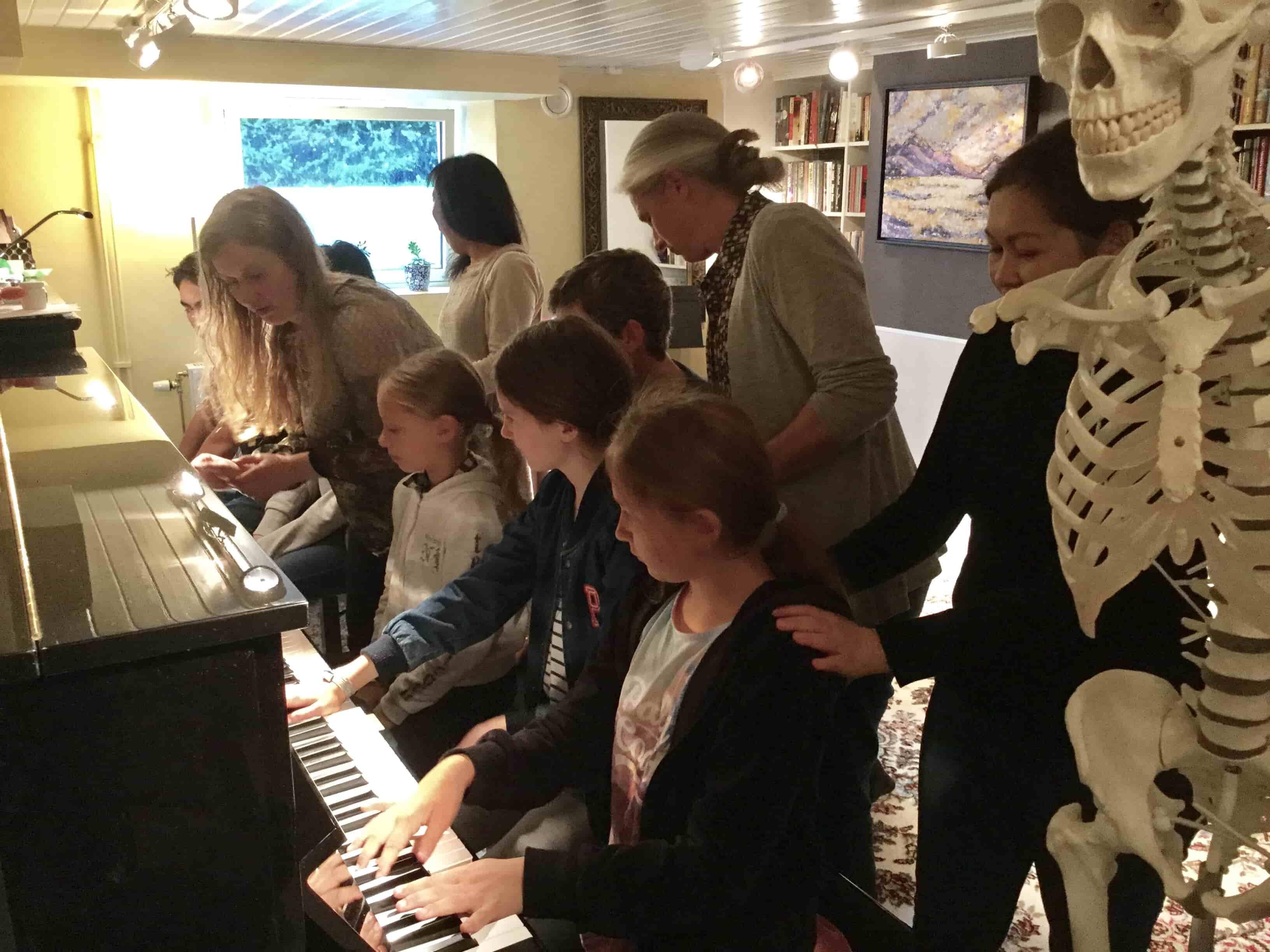 Timani push off piano