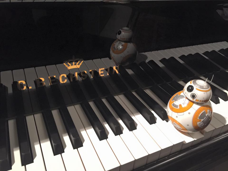 BB-8 can play