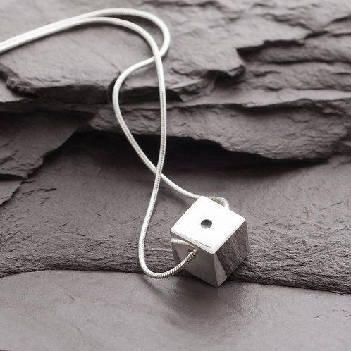 CUBE WITH POINT NECKLACE