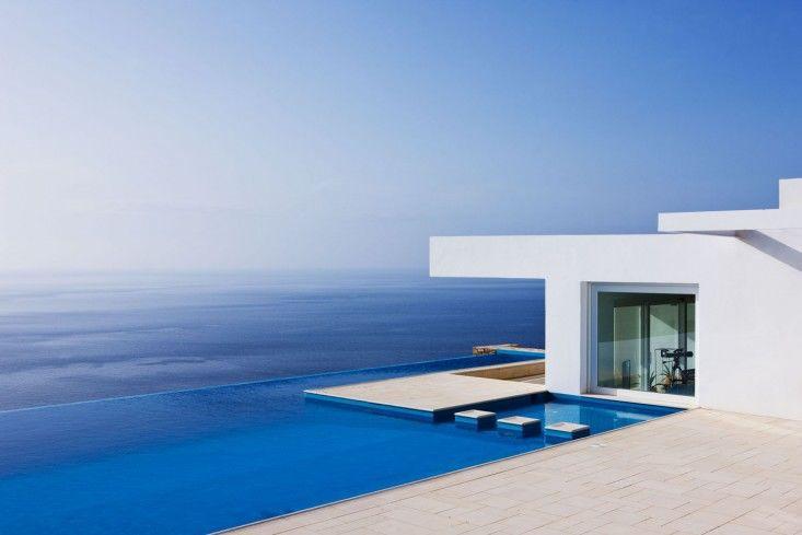 Above: Infinity pool as Mediterranean muse.