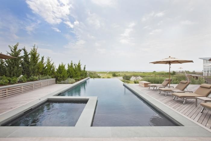 Above: In a garden designed by Edmund Hollander, a modern-Gatsby infinity pool extends to the horizon and has an unobstrusive coping edge.