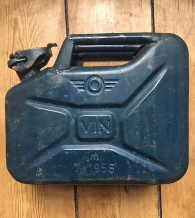 Jerrycan 10L, 1956, destiné à contenir du vin (spécificité française), origine armée de l'air française