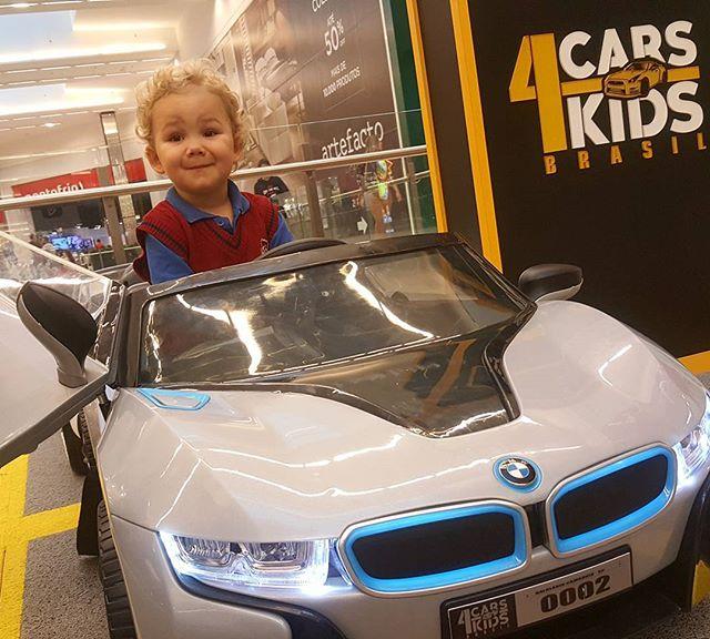 Olha que chique que ele ficou na direção da nossa BMW I8__Escolha já o seu e dê a largada na diversã