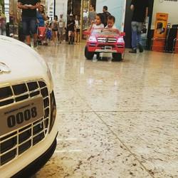 Diversão em dose dupla! 💥__Fluxo intenso de mini veículos hoje no Balneário Shopping!__2º Piso Baln