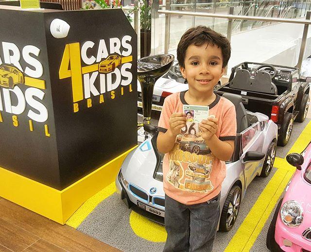 O Davi se divertiu pelo shopping com a CARS4KIDS e já saiu habilitado! 🏁🚗💨 Tá esperando o que _ D