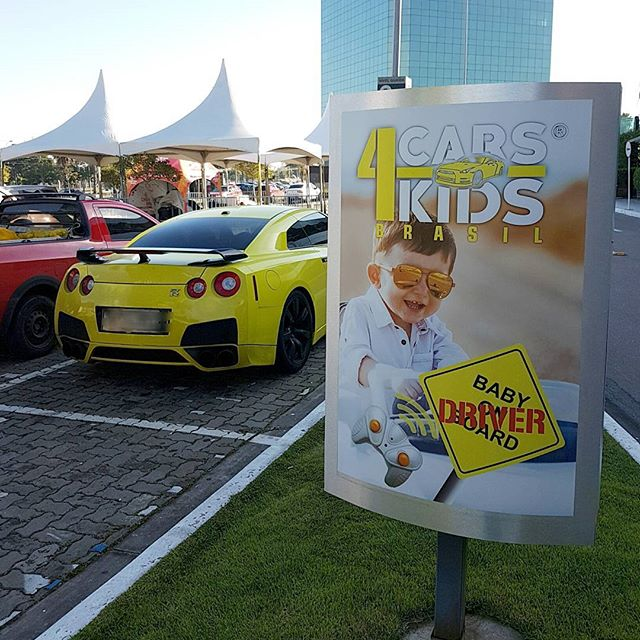 A CARS4KIDS BRASIL ® está por toda parte! _Visita de nosso Nissan GT-R, carro oficial presente na lo