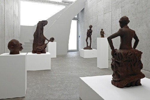 Вид экспозиции выставки Рензо Мартенса и Института человеческой деятельности A Lucky Day в галерее KOW, Берлин. 2015. Фото: courtesy Рензо Мартенс и KOW, Берлин