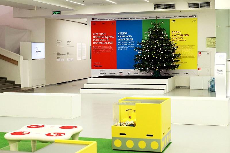 Главная праздничная зона Мультимедиа Арт Музея — выставка Бориса Кустодиева. Фото: Мультимедиа Арт Музей
