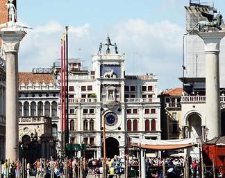Piaget восстанавливает механизм, приводящий в движение гигантские статуи «мавров», которые бьют в ко