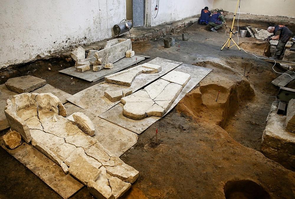 Археологические раскопки на месте снесенного 14-го административного корпуса Кремля / ИТАР-ТАСС