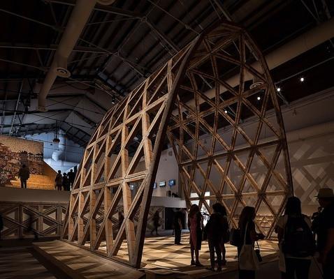 Кирпичная арка Солано Бенитеса и Gabinete de Arquitectura. Фото: La Biennale di Venezi