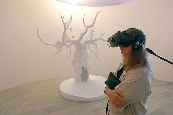 Проект из основной выставки Московской биеннале «Заоблачные леса». Фото: Сергей Фадеичев/ТАСС