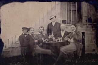 Во Франции обнаружили первый совместный снимок Ван Гога и Гогена