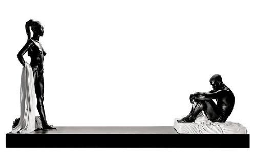 Айдан Салахова. Прикосновение. 2015. Мрамор. Выставка Айдан Салаховой «Откровения» в лондонской Saatchi Gallery. Январь 2016 года. Фото: Айдан Салахова