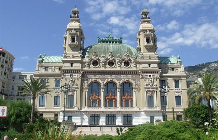 Здание оперного театра Монте-Карло в Монако     Фото: Wikimedia