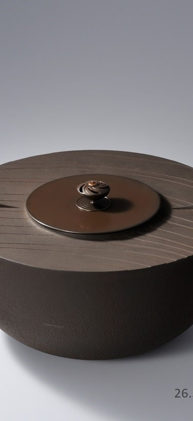 三代畠春斎❘2009日本伝統工芸展|波文平釜|Flat-top style tea ceremony kettle with  wave design