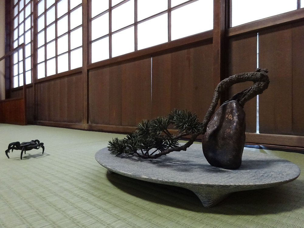 髙橋賢悟の鋳金作品と畠春斎の蟹蓋置