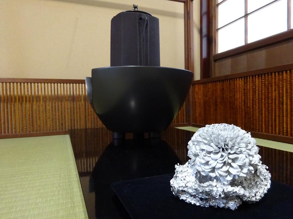 髙橋賢悟の鋳金作品と畠春斎の茶釜