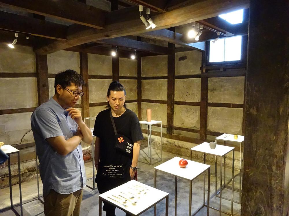 畠春斎(釜師)が小原好喬(蒔絵師)の出品するグループ展を見に行きました