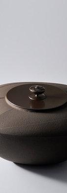 三代畠春斎❘2013日本伝統工芸展|流水文四方釜|Square tea ceremony kettle with stream design
